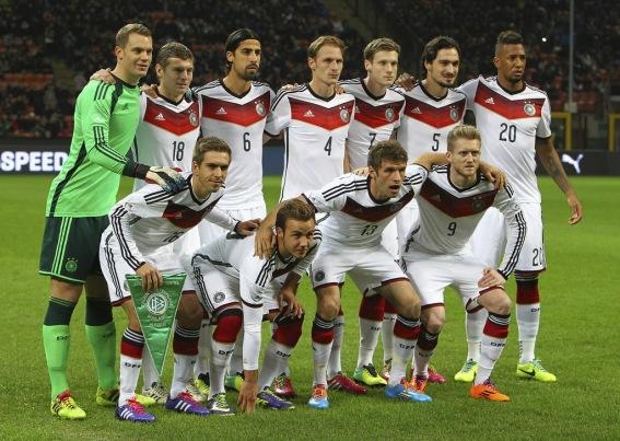 Os jogadores da seleção alemã que estiverem no elenco para disputar a Copa  do Mundo no Brasil estão proibidos de negociar contratos durante todo o  período ... 54eb678c8db48